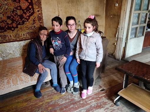 Armeense familie in woning
