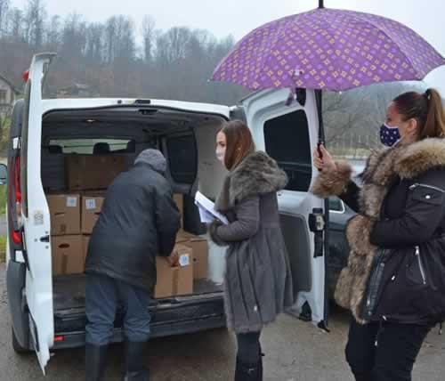 Voedselpakketten voor Bosnische gezinnen